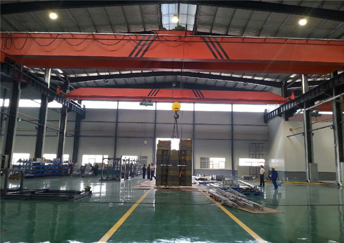 Reliable two-girder overhead crane from crane manufacturer